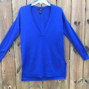 Tahari royal blue v-neck sweater